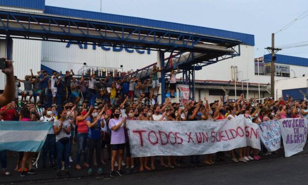 Protesta por despidos en Arrebeef