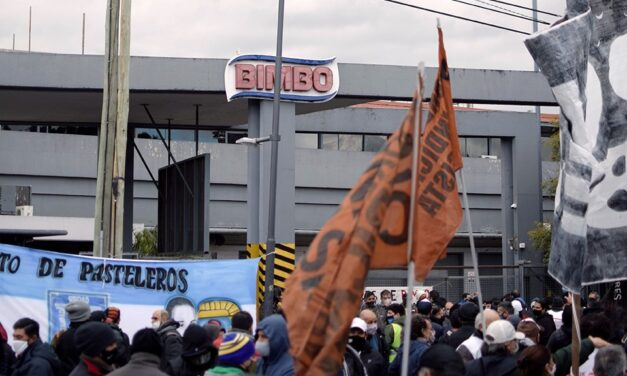 Acto de les trabajadores despedides de Bimbo
