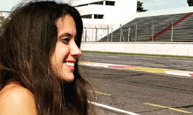 Carrera a fondo: la historia de una joven automovilista con discapacidad