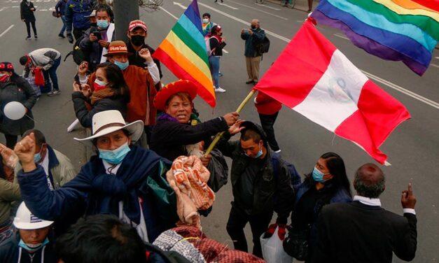 Perú estrena nuevo mandatario presidencial
