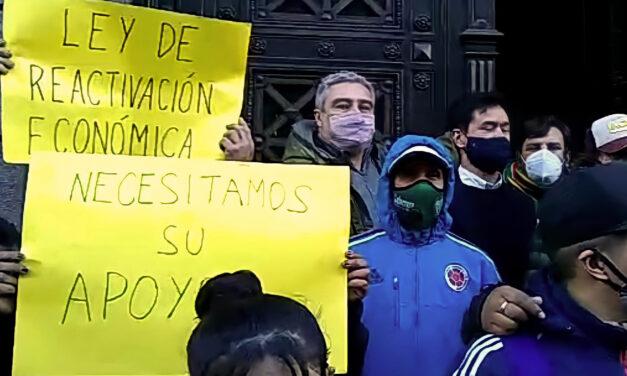 La Unión de Emprendedores realizó una manifestación para que se debatan los proyectos de ley