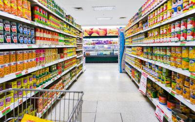 Las ventas en supermercados bajaron un 2,6% y en mayoristas subieron un 7,6% interanual