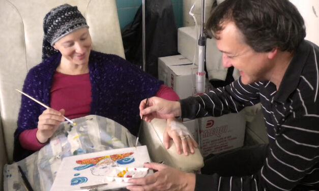 Quimioterapia y arte, una invitación a pintar la vida frente al cáncer