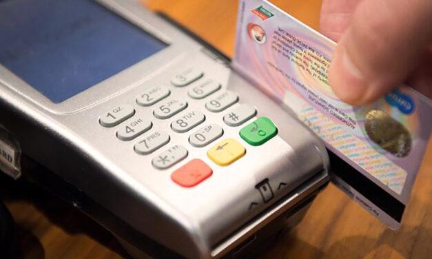 Débito: ventajas para comerciantes, jubilades y beneficiaries de Asignaciones