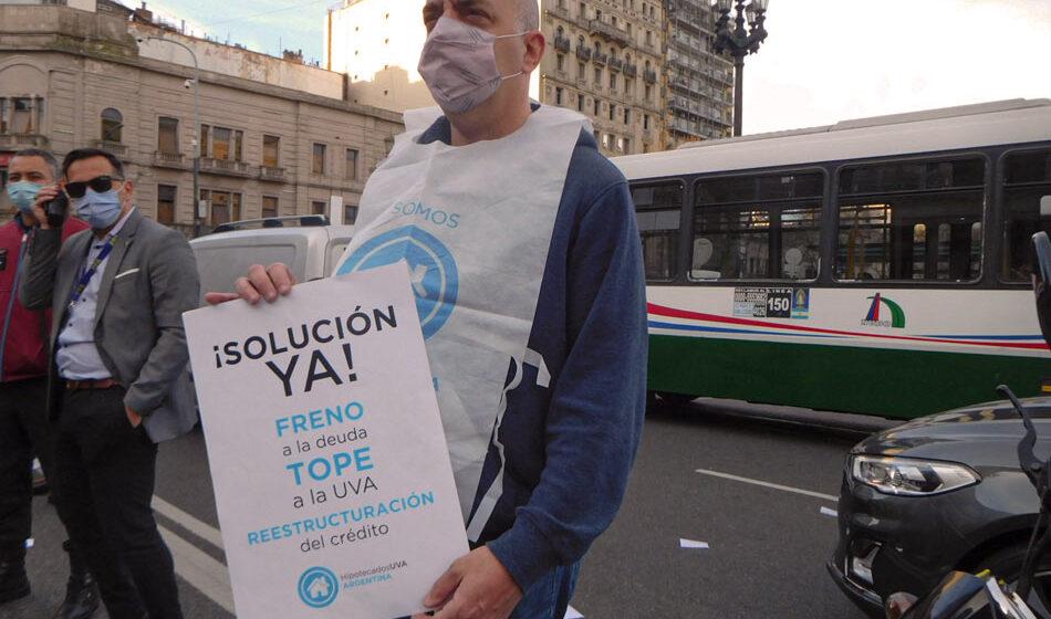 Postales del reclamo de les manifestantes UVA. créditos: Romina Toledo, Nota al Pie.