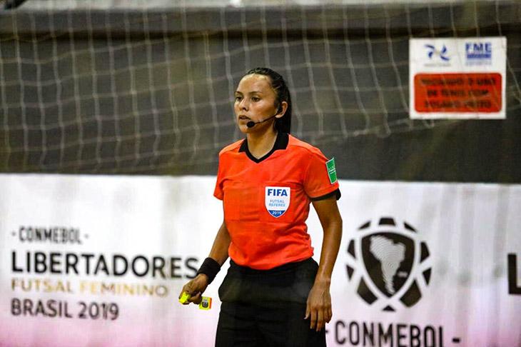 Árbitra Estefanía Pintos