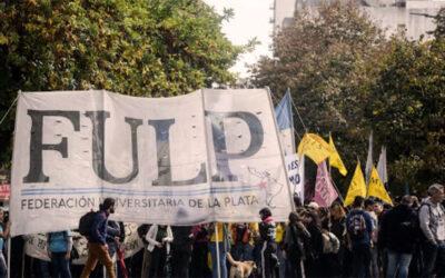 Estudiantes de la UNLP se movilizan en reclamo de becas