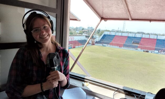 La primera relatora del fútbol correntino
