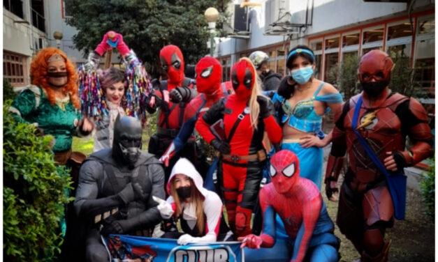 Superhéroes visitaron el Hospital Garrahan en el día de las infancias