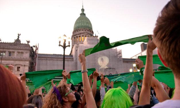 Pañuelazo verde por el aborto legal en américa latina