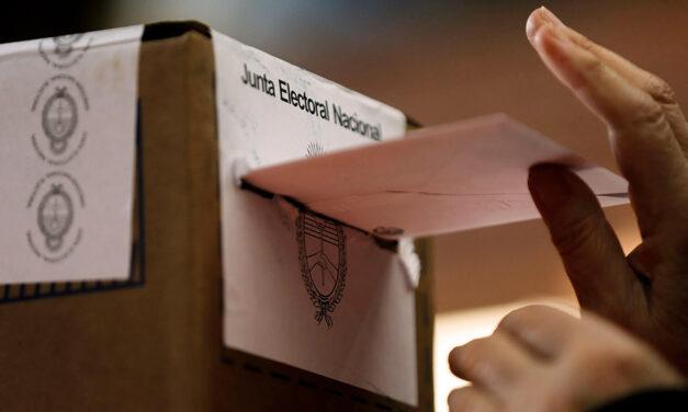 Falso: el sobre cerrado con saliva no invalida el voto