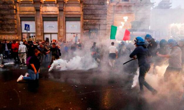 """Italia: protestas de grupos antivacunas por el """"pase verde"""""""