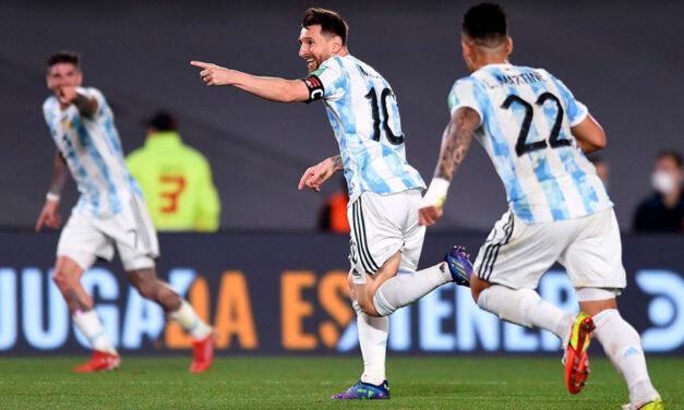 Con Messi en modo Dios, la Selección brilló en el Monumental