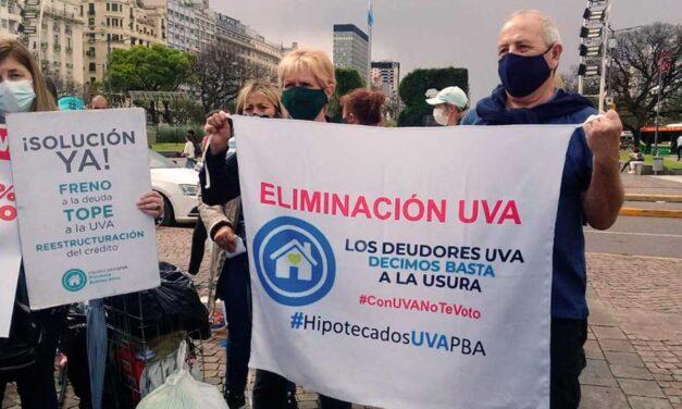 Con fuertes consignas, les Hipotecades UVA marcharon hacia Casa Rosada