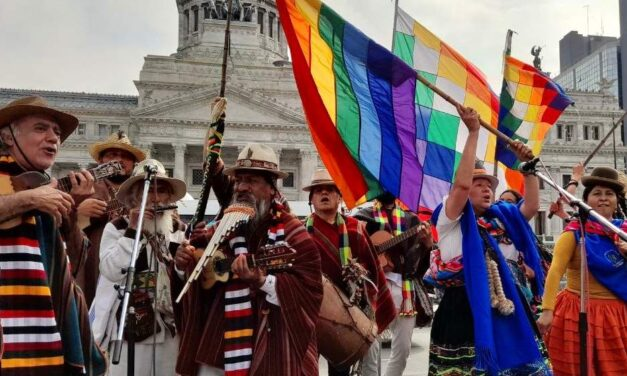 Comunidades originarias se manifestaron frente al Congreso